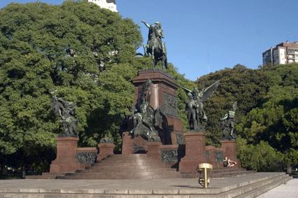 Al Gral. San Martín y a los Ejércitos de la Independencia